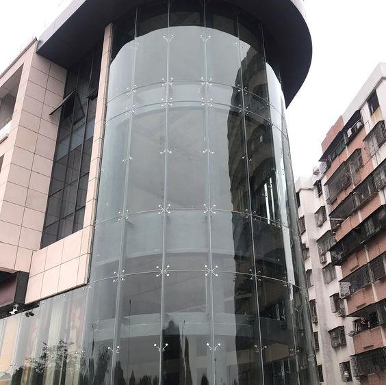 frameless glass façade