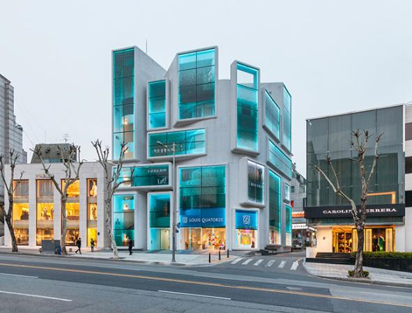 Designing and implementation of a commercial facade