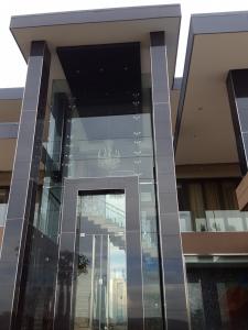 framless facade