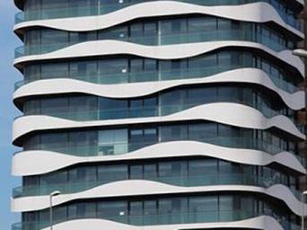 construction frameless façade